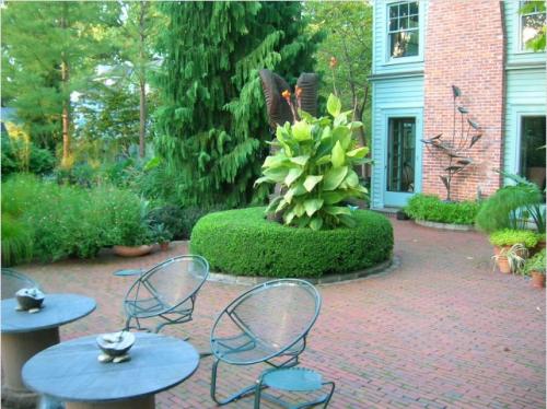 Поделки из гипса для сада и огорода